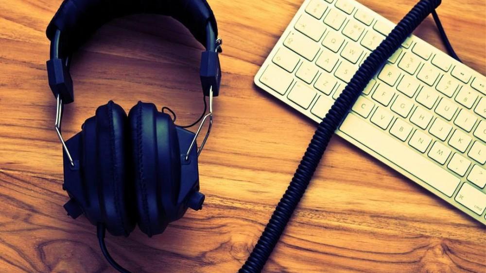 Solta o som: 7 motivos para ouvir música no trabalho